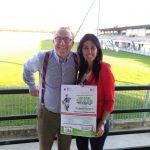 Cristina Sambruna (Presidente Arianna e i bambini felici) e Giacomo Brega (amministrazione delegato Pavia Calcio)